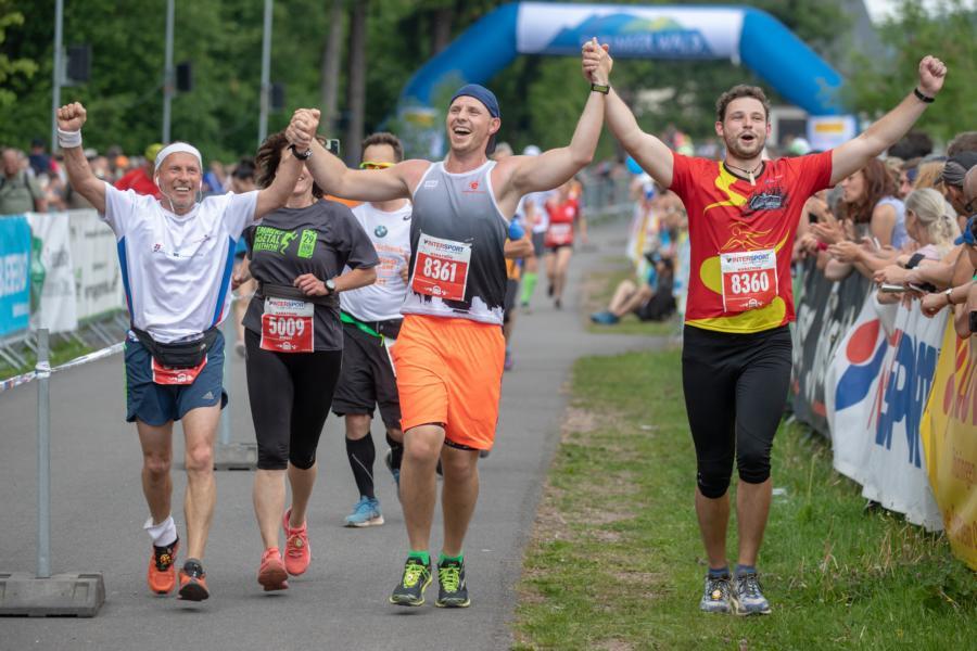 Marathonläufer beim Zieleinlauf